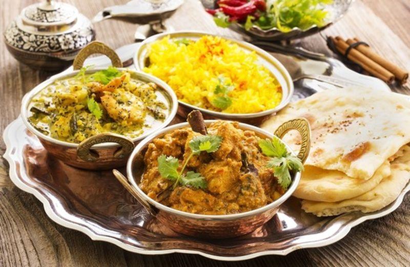 La cucina tradizionale indiana a Cagliari. Nella foto si vedono alcuni piatti tipici della tradizione culinaria indiana