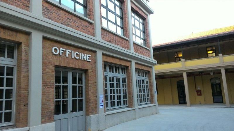 facciata dell'ingresso al salone dell officine ristrutturate