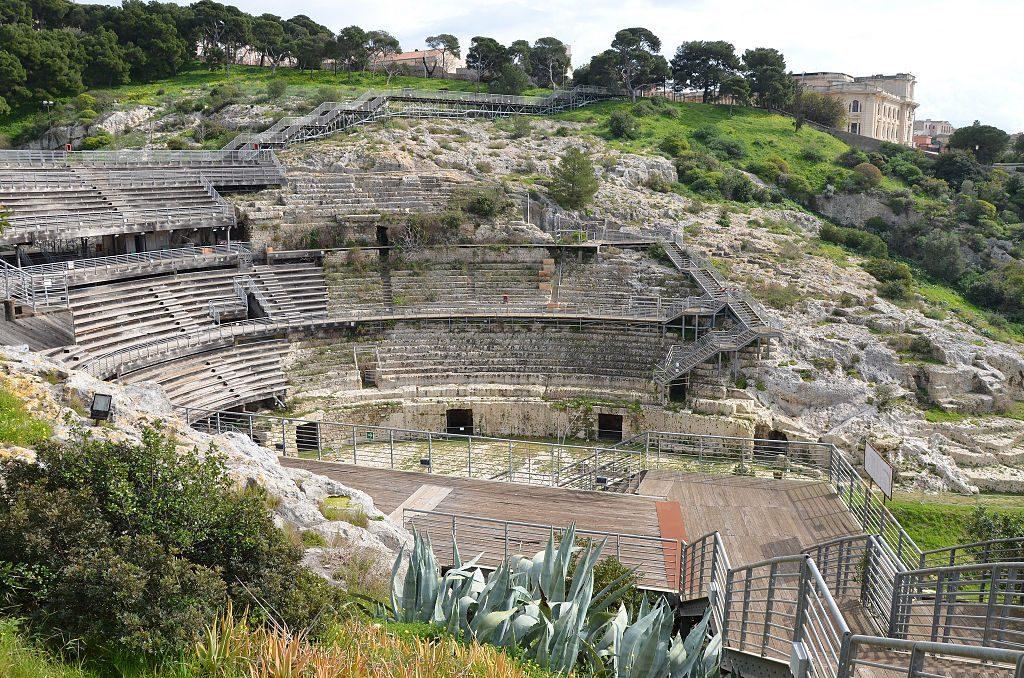 Il The Guardian menziona anche l'Anfiteatro Romano