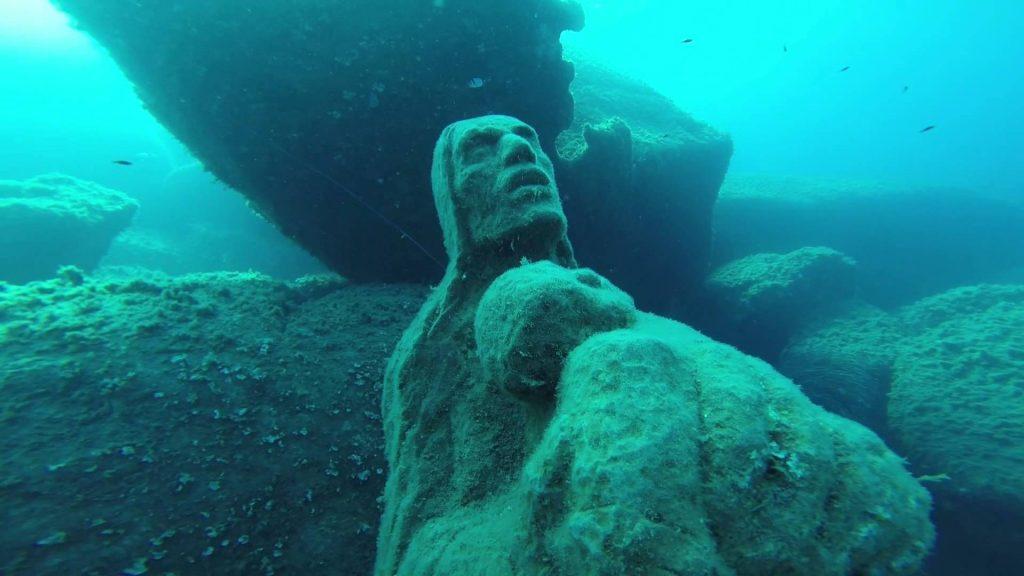 La Madonna del Naufrago immersa nelle acque dell'Isola dei Cavoli