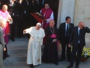 Papa Francesco, Cattedrale, arcivescovo Miglio