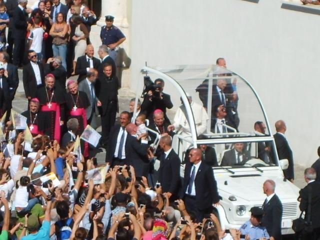Papa Francesco, folla, papamobile