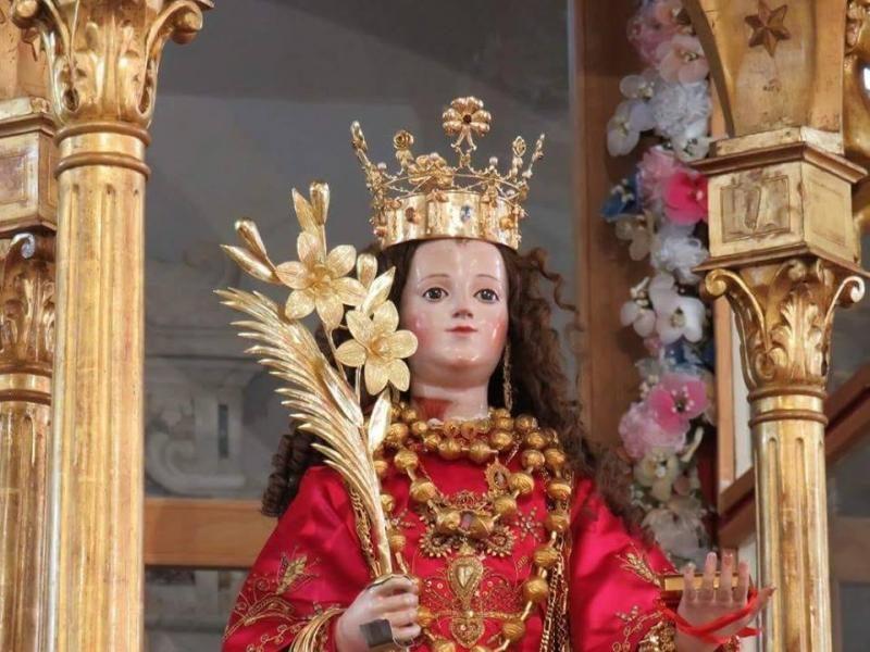 Santa Greca, statua, corona, fiori