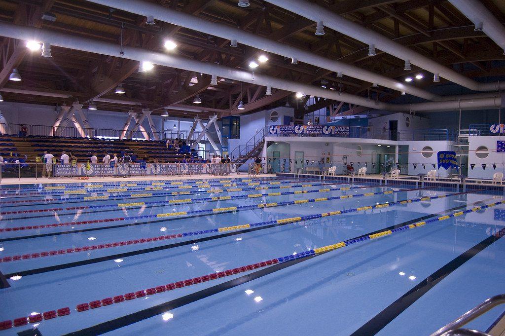 Lo Sport alla cagliaritana: Il Nuoto. Dove praticarlo? Panorama dell'interno della Piscina comunale di Cagliari Terramaini.