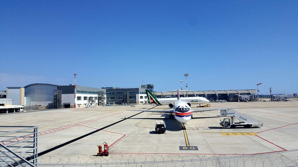 Il piazzale dell'Aeroporto di Cagliari