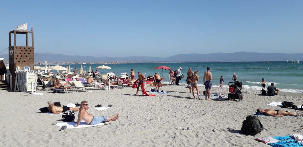 Poetto, spiaggia, mare, ombrelloni, sdraio, persone