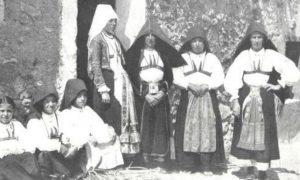 Donne Sarde In Costume, foto d'epoca in bianco e nero