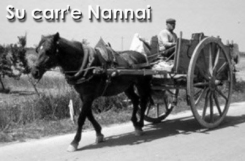 Su Carrè Nannai, foto in bianco e nero di un uomo sul carro antico trainato dal cavallo che spiega una delle possibili cause d'origine dell'espressione