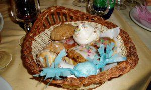Bianchini sardi -Cesto di dolci tipici sardi