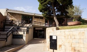 facciata esterna e entrata principale del Museo Archeologico Nazionale Di Cagliari aderente all'iniziativa #iorestoacasa