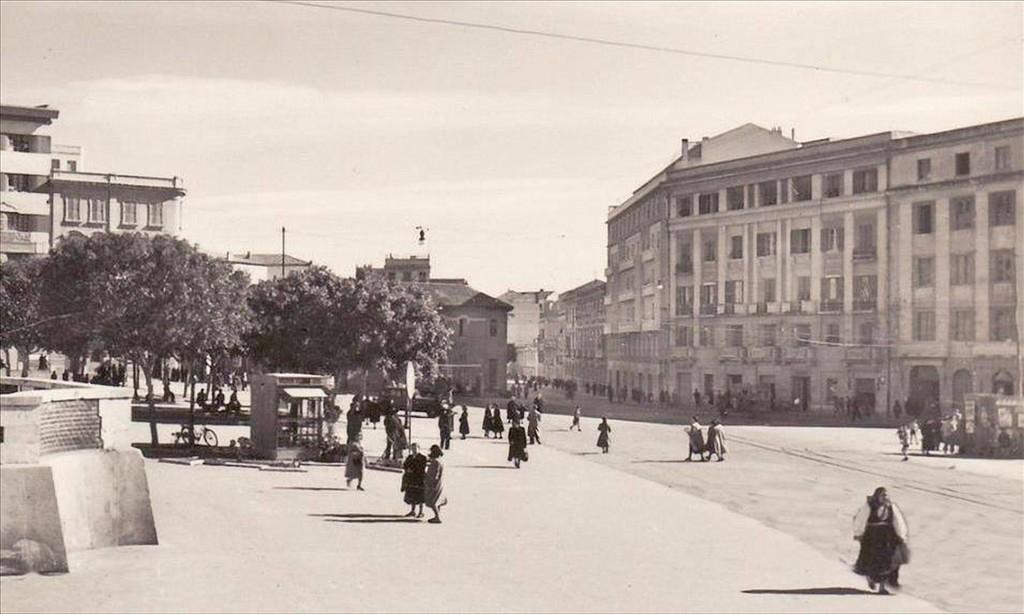Villanova -Piazza Garibaldi agli inizi del 900