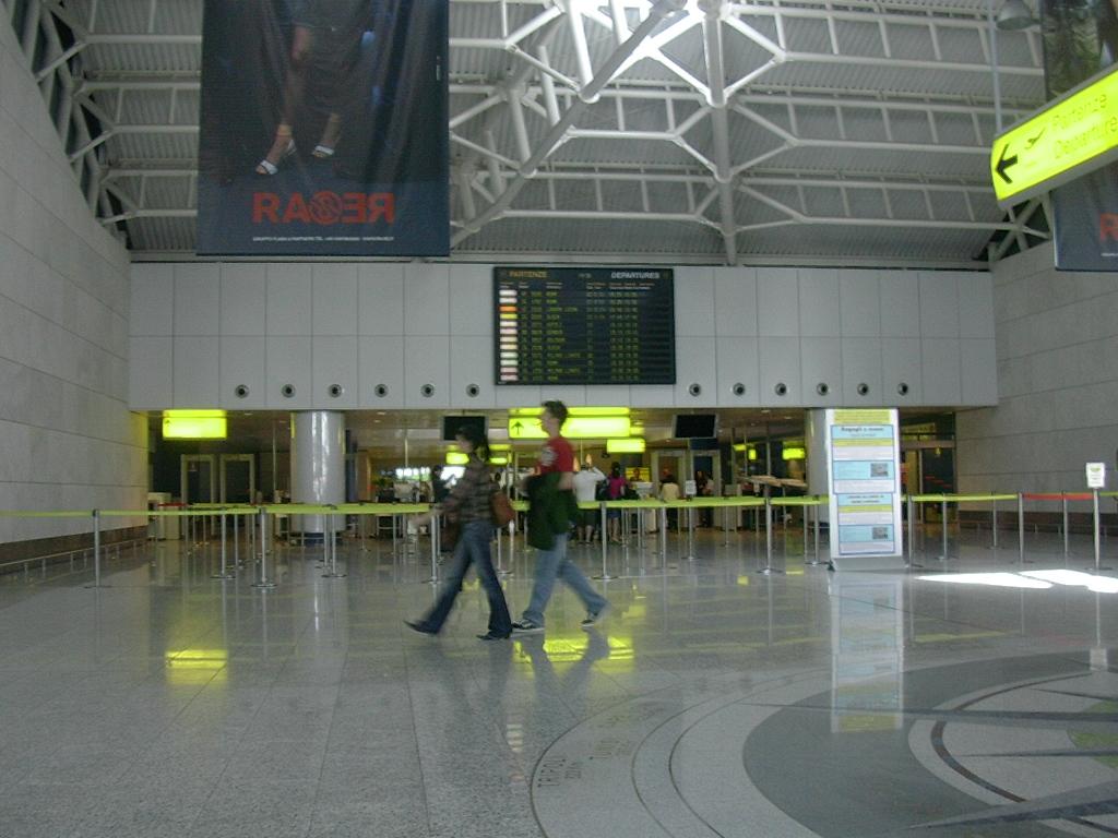 Ingresso Gates Aeroporto Di Elmas