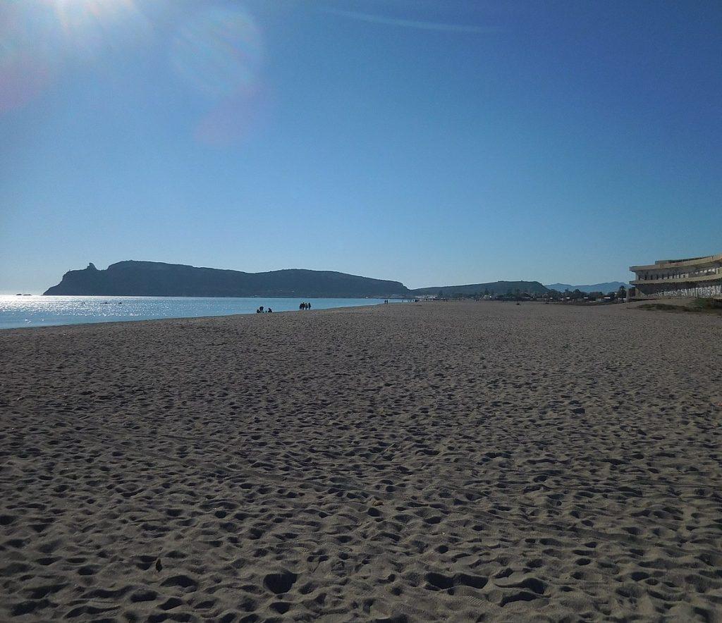 Il Poetto attende la riapertura delle spiagge