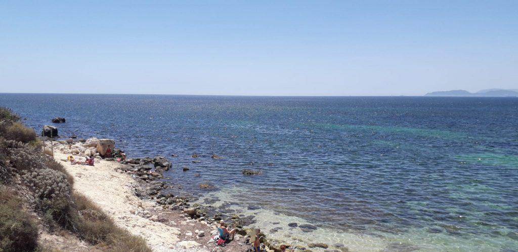 Spiaggia Di Santelia Sugli Scogli.jpg