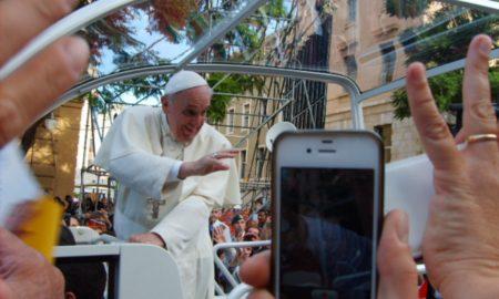 Papa Francesco Nel Largo Carlo Felice A Cagliari