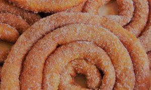 Zippuas, primo piano del dolce fritto a spirale