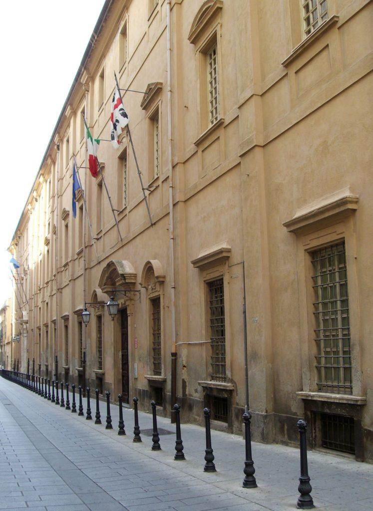 vedta della vacciata di un edificio storico sede della Biblioteca Universitaria Cagliari