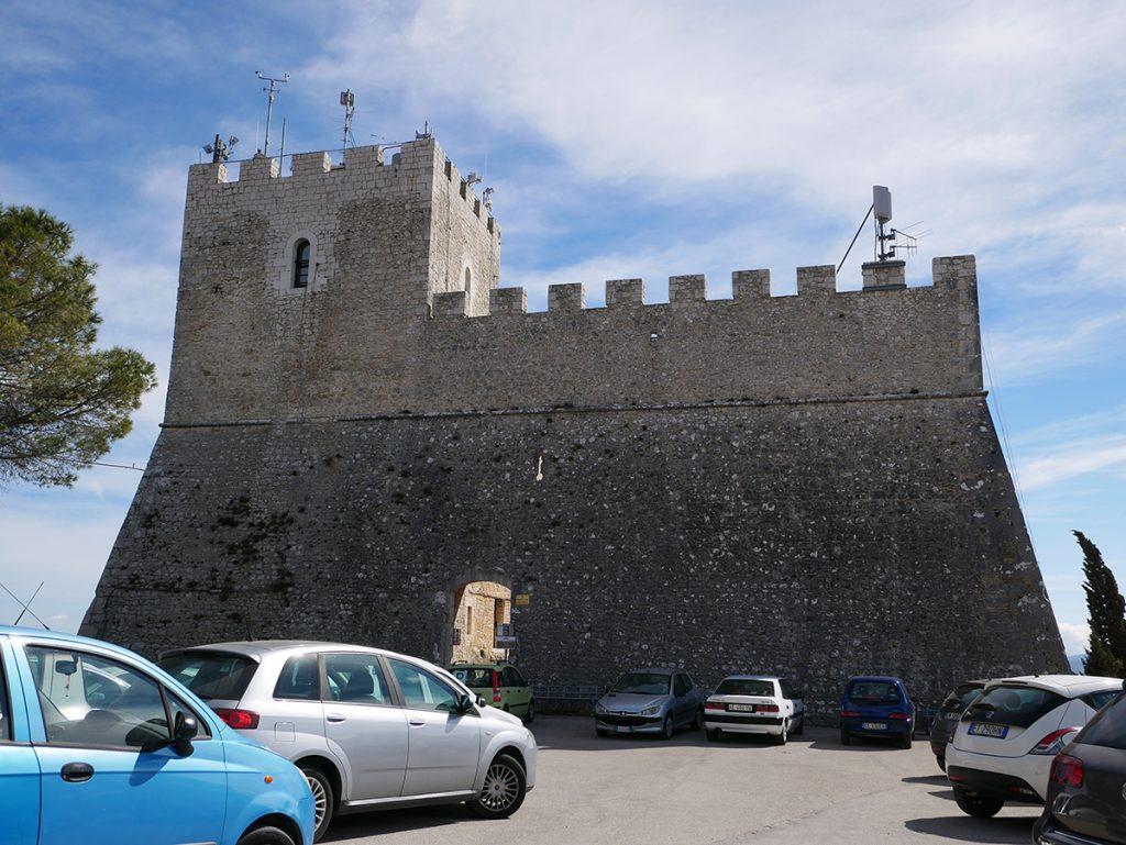 Via Matris - primo piano del Castello Monforte