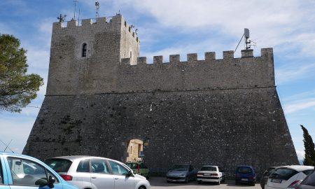 primo piano del Castello Monforte