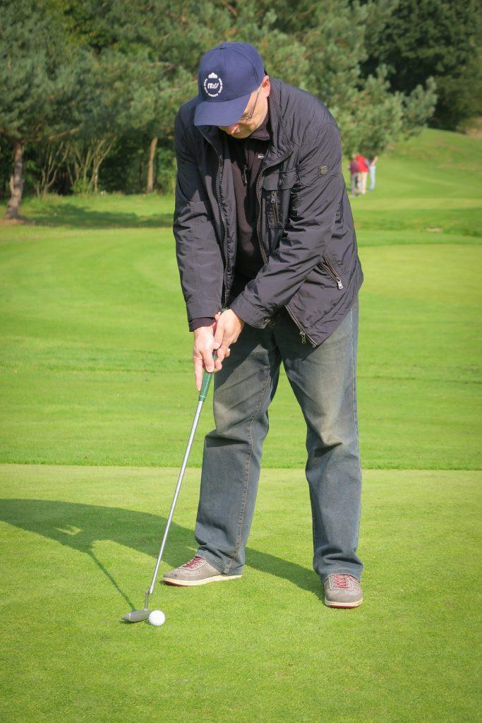 Coni di Campobasso - Anziano che gioca a Golf