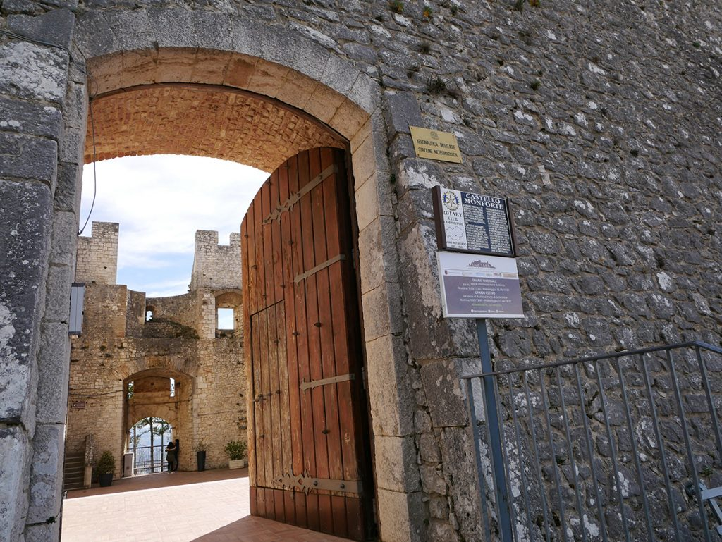 Moneta da 5 euro - Ingresso del Castello Monforte