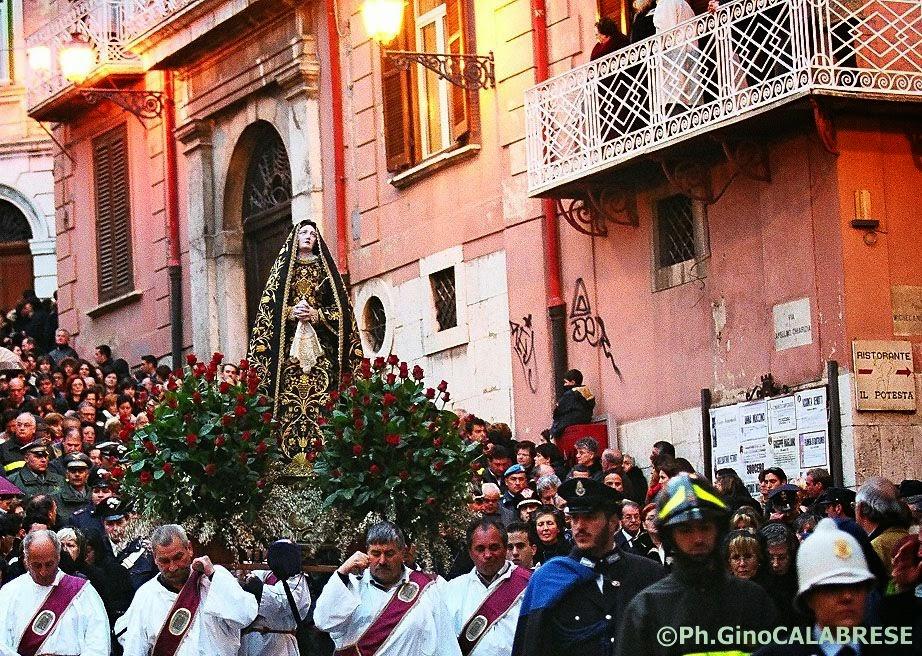 Teco Vorrei - La Madonna Addolorata portata nella processione
