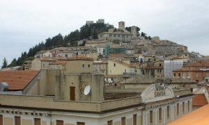 veduta del Borgo Medievale Sulla Collina Monforte