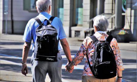 Età - Anziani Con Zaino