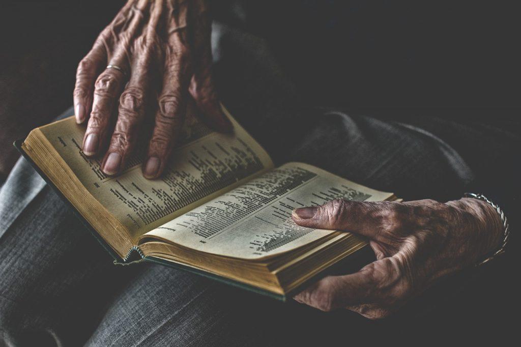 Età - Anziano Lettura
