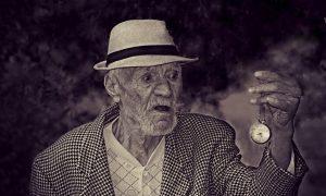 Anziano E Orologio