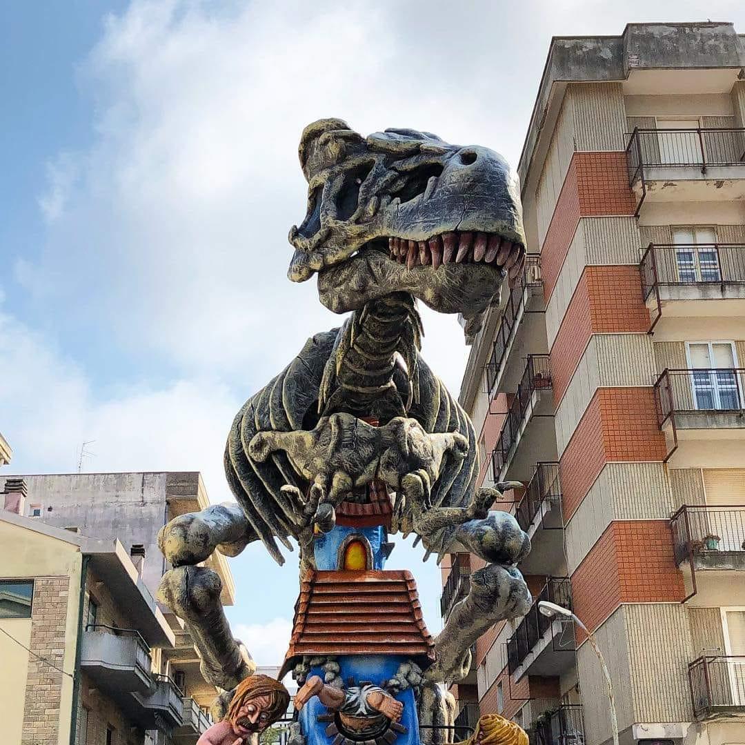 un carro 2019- pagina fb @carnevaledilarino ph:Giuseppe Vitulli Videomaker | Carnevali d'Italia