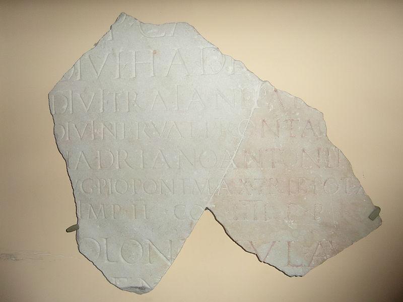 Museo dei gladiatori - frammento dedica ad antonino pio