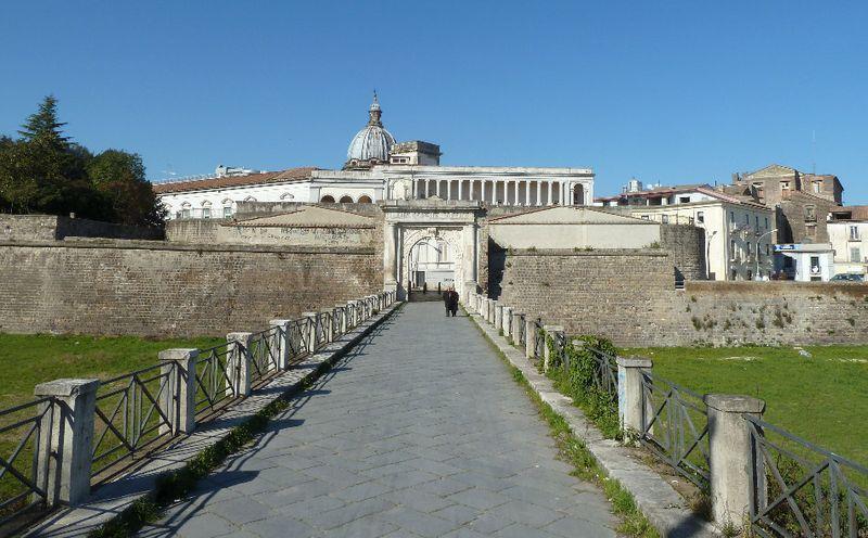Regina Del Volturno - porta napoli di Capua