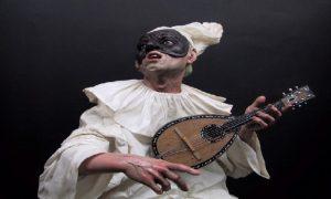 Pulcinella è la maschera più famosa del teatro napoletano
