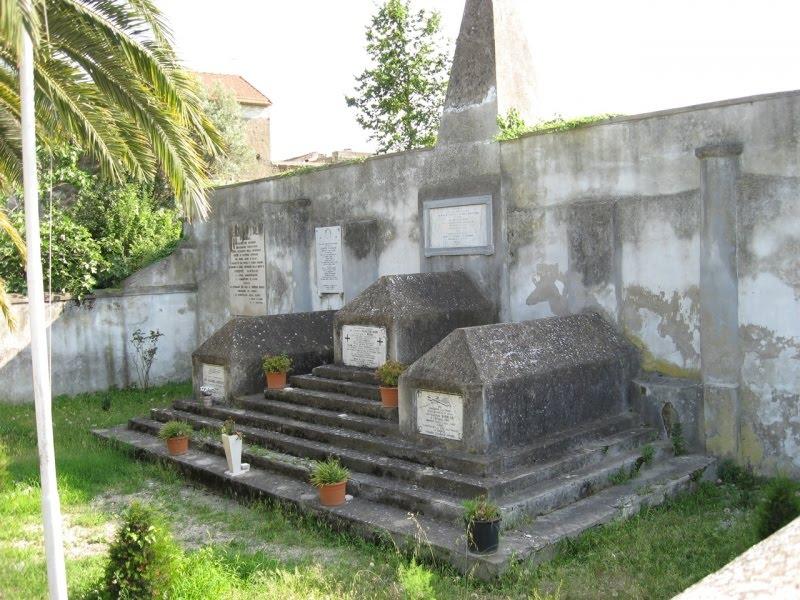 Lapidi del cimitero dei garibaldini di Sant'Angelo in Formis.