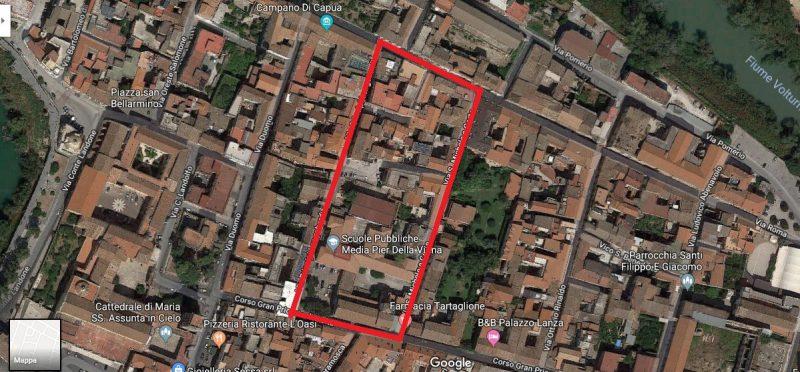 La zona delimitata in rosso comprende l'antica area palaziale della Capua longobarda.
