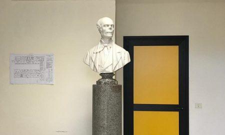Statua di Salvatore Pizzi.