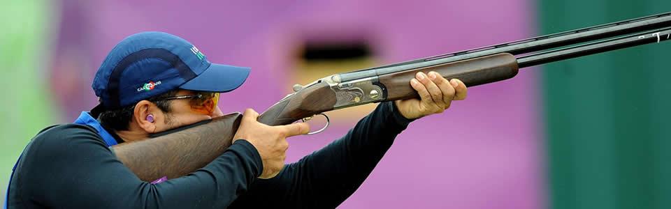 Ennio Falco spara con una DT11 Beretta.