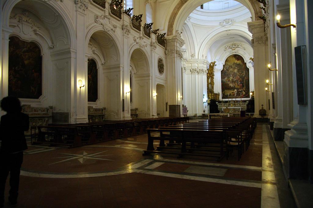 Interni Della Chiesa Dell'annunziata Di Capua