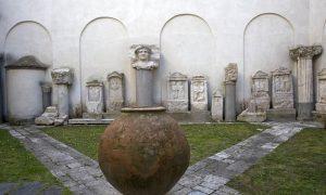 Il Museo Campano conserva una varietà straordinaria di reperti archeologici.