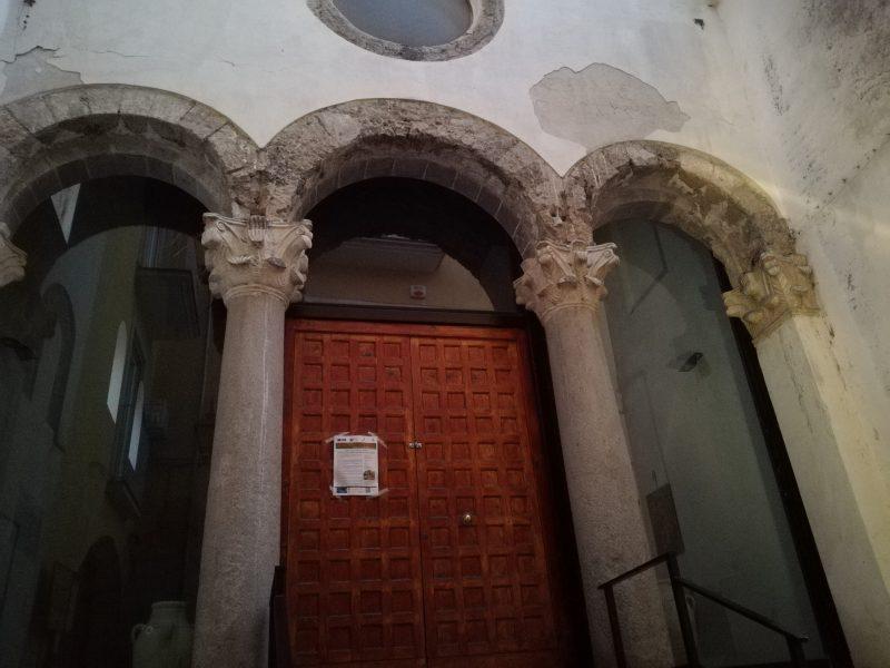 La facciata di ingresso della chiesa della Capua longobarda di San Michele a Corte.