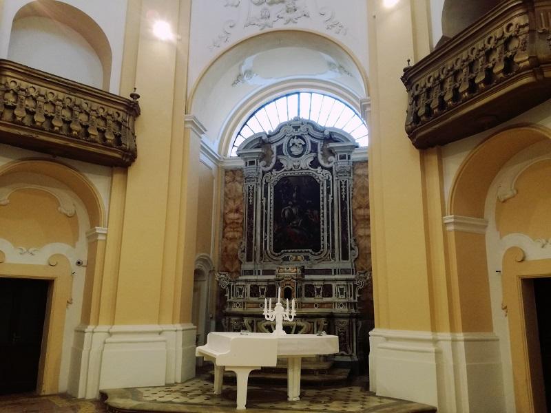 Nella Chiesa della Carità sono presenti tre pale.