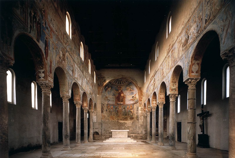 Interno Dell'abbazia Benedettina Di Sant'angelo In Formis