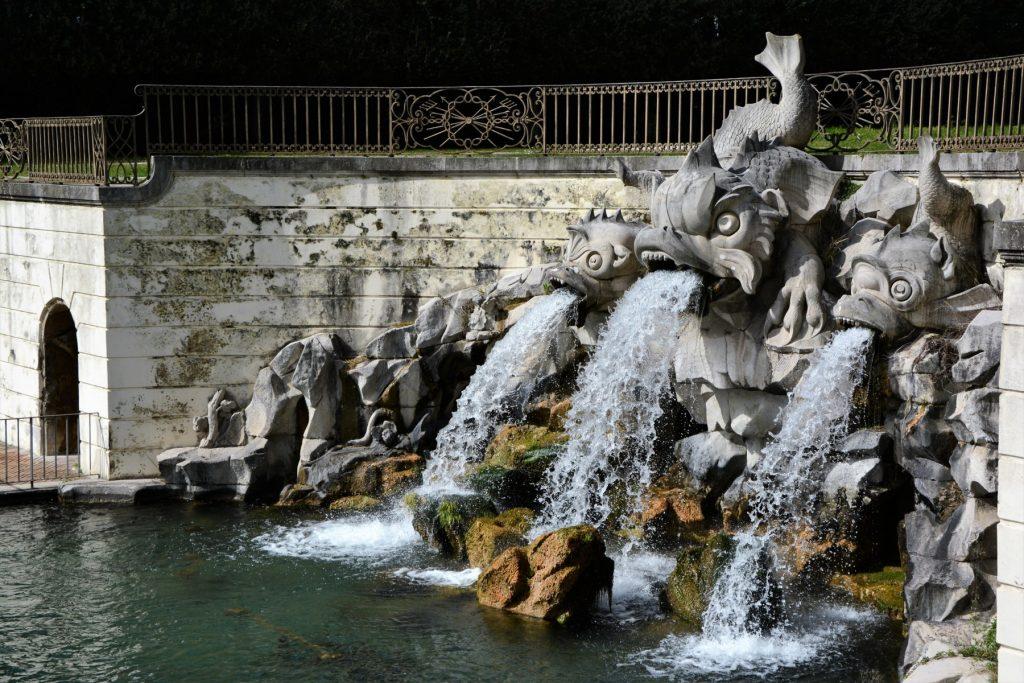 Una delle fontane alimentate dall'acquedotto carolino