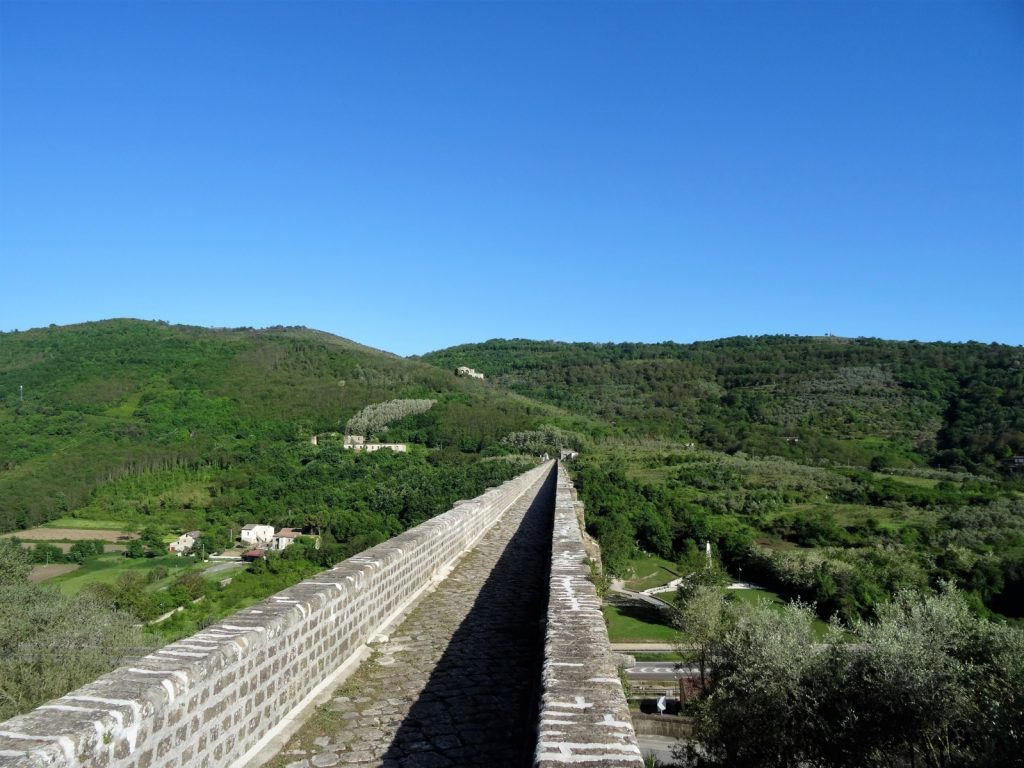 Una delle sezioni dell'acquedotto carolino
