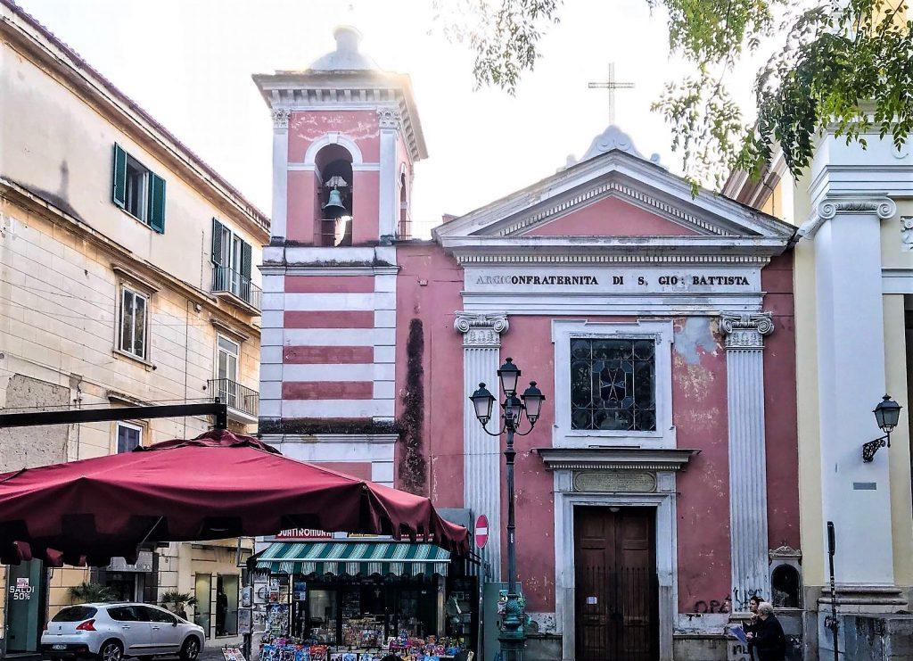 La piccola Cappella di San Giovanni, affianco al Duomo di Caserta