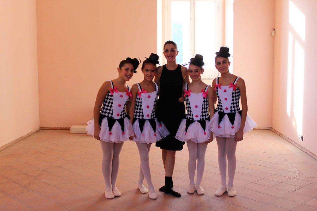 Magda Diodato con allieve scuola di danza a Caserta