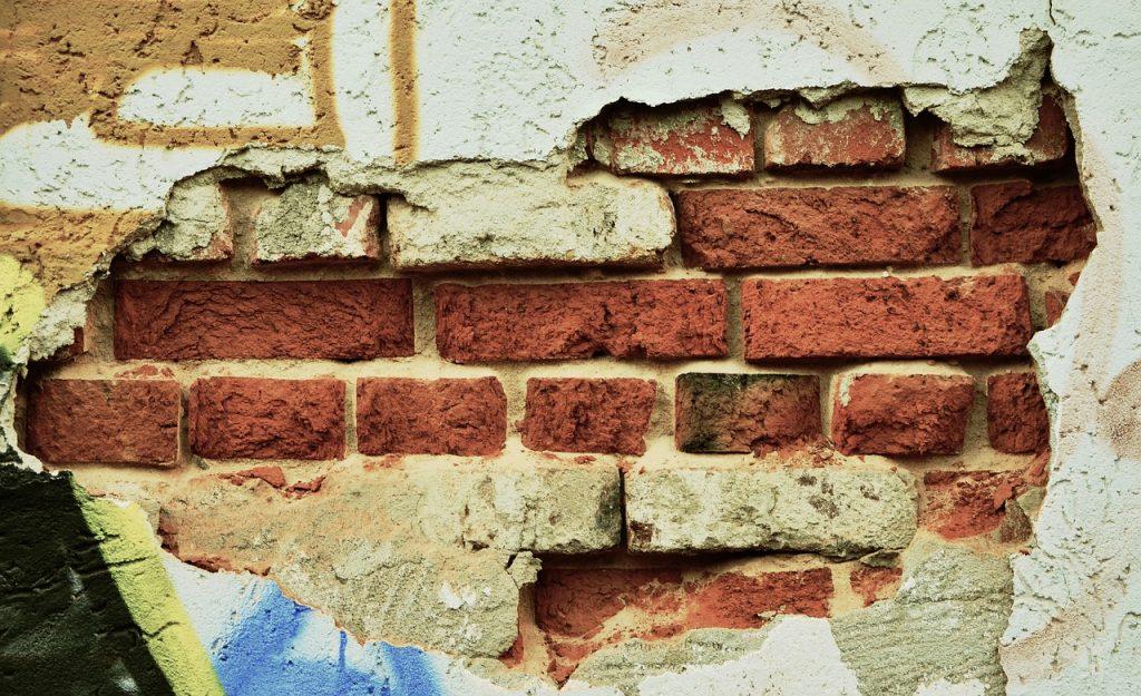 muro danneggiato