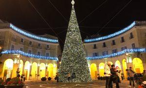 L'albero di Caserta completamente illuminato