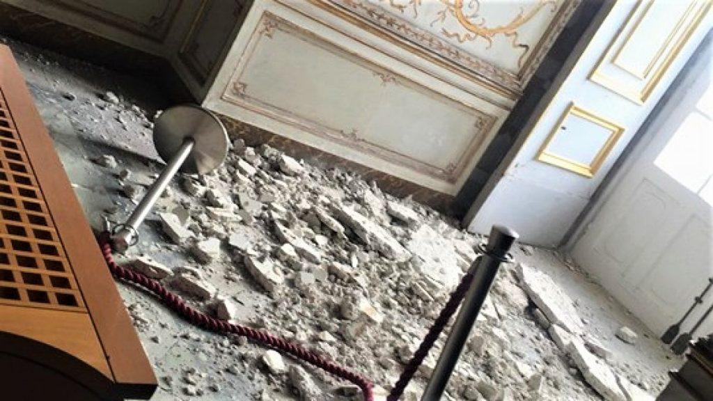 le immagini della sala delle dame dopo il crollo